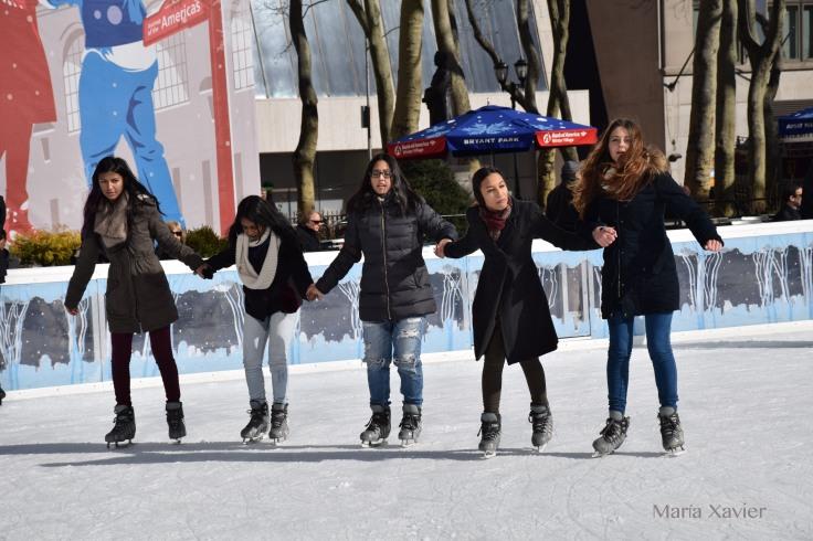 Medio día de jueves en el Brayant Park en Manhattan. Me disponía a hacer más fotos cuando sacaron a todos los patinadores porque iban a limpiar la pista.